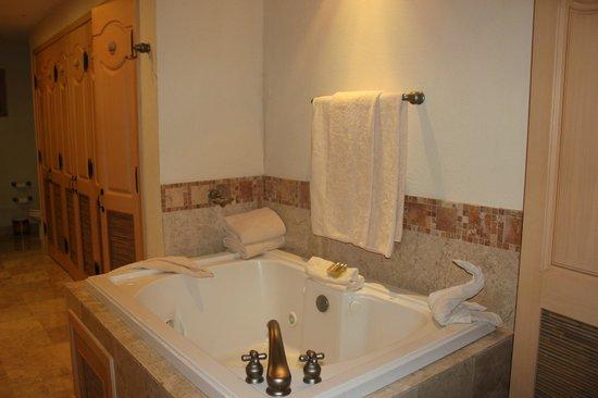 Villa La Estancia: Bathroom tub