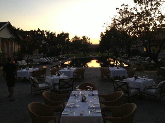 Hotel Amantaka: Dinner poolside