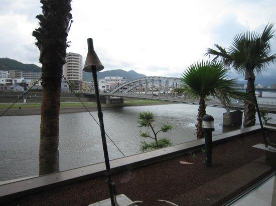 Numazu Riverside hotel: 狩野川を望む
