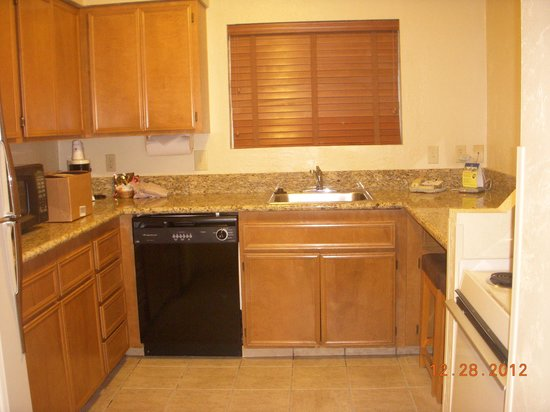 Best Western Plus Lincoln Sands Oceanfront Suites: Full kitchen