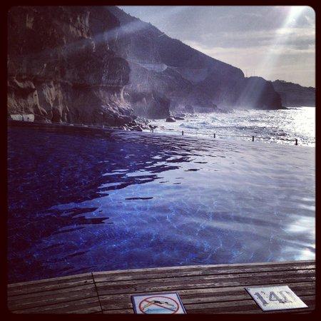 Marina Suites: tidig morgon vid poolen