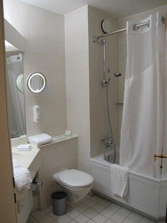 Leonardo Hotel Aachen: Bathroom