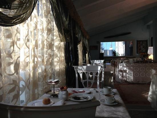Relais Villa Roncuzzi: breakfast room