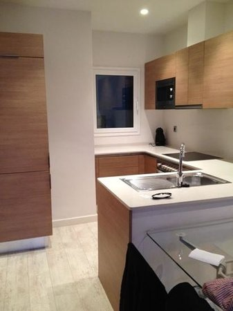 Eric Vokel Boutique Apartments - Gran Via Suites: kitchen