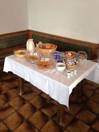 Sonnenhof :                   this is the breakfast spread for 30 guests! where's the toast, ham and cheese?