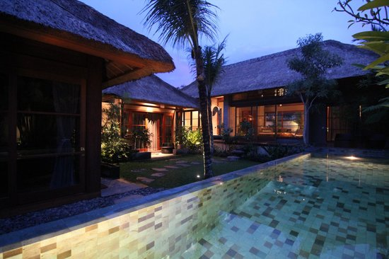 Luwak Ubud Villas: Evening view of a 3 bedroom Villa