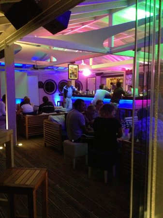 Rethymno Palace: le bar de la plage by night