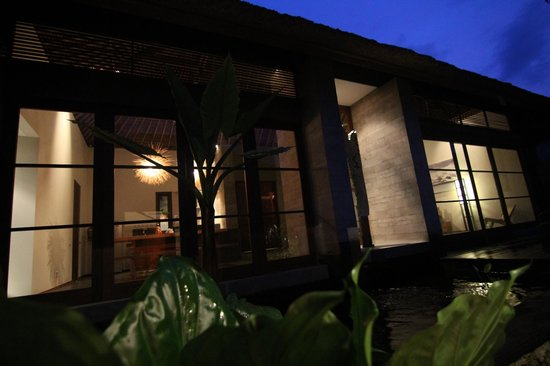 Luwak Ubud Villas: View of the Living and Dining areas from the Deluxe Suite