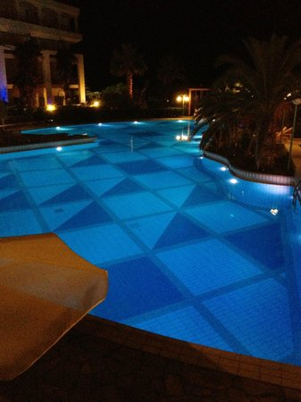 Club Marmara Rethymno Palace: la piscine by night