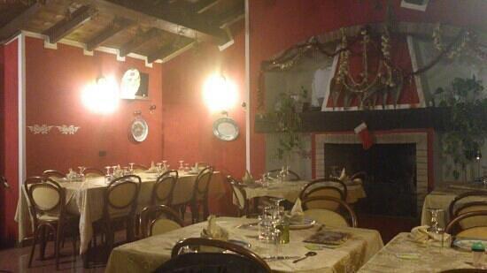 salone con camino - Foto van Il Certosino, Certosa di ...