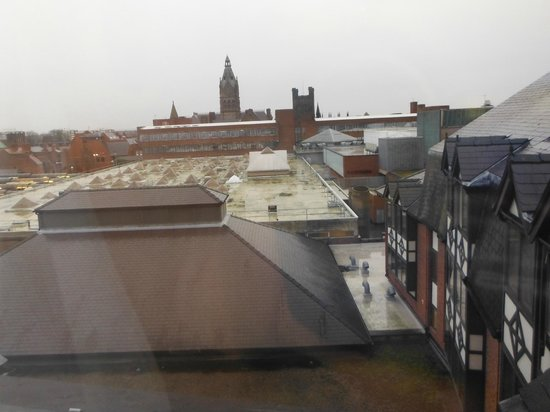 Crowne Plaza Chester: Grim view from room