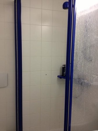 Kloster Hotel Woltingerode: the shower
