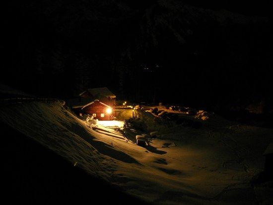 La Calcheira: Ritratto notturno del rifugio