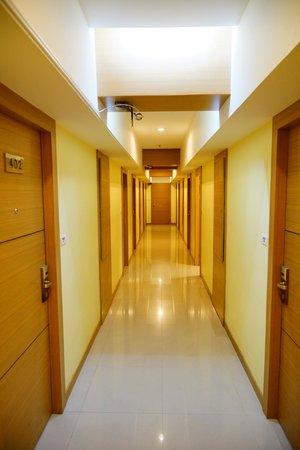 P2 Boutique Hotel: Corridor