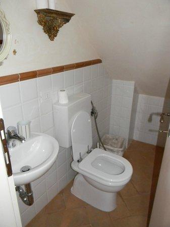 L' Antica Gabella: il bagno di servizio.. alias il bagnetto