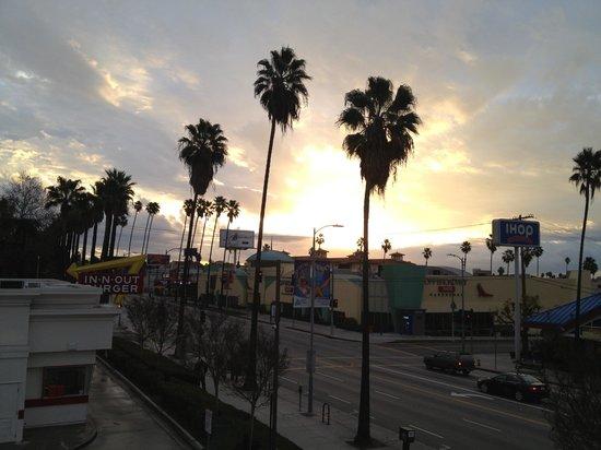 Days Inn Hollywood Near Universal Studios: ホテルからサンライズも見えました