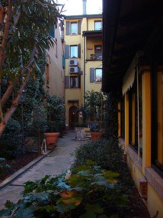 Hotel Porta San Mamolo: Gardens