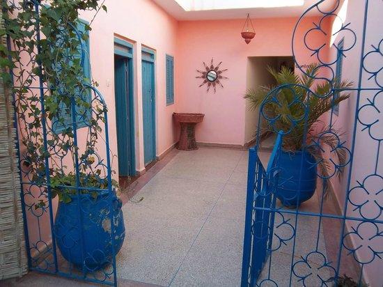Hotel Restaurant Atlas: corridoio su cui si affacciano le stanze2