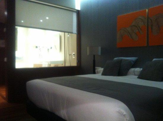 Carris Marineda: Foto de la habitación y el baño