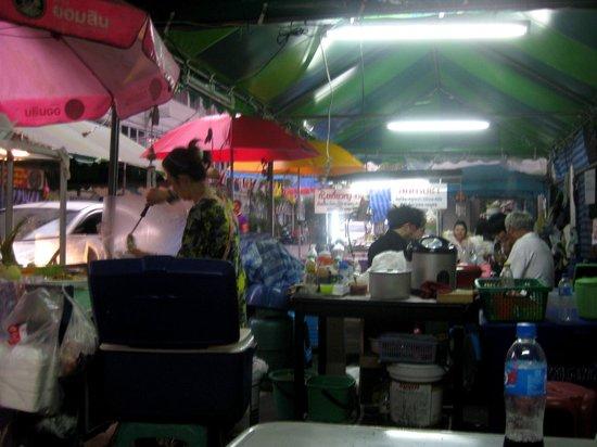 Link Corner Hostel Bangkok: Garküchen um die Ecke