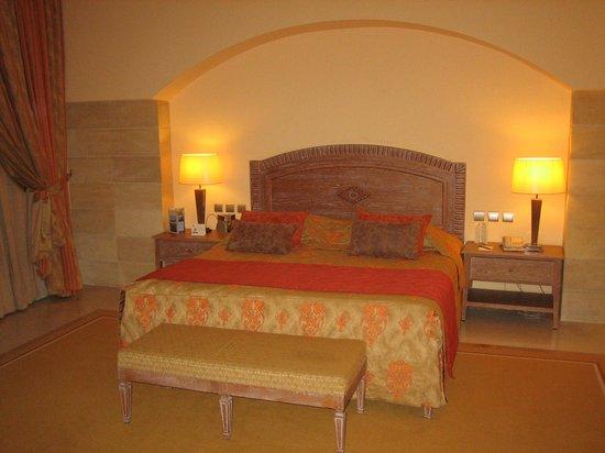 Hasdrubal Prestige Thalassa & Spa : chambre a coucher de la suite