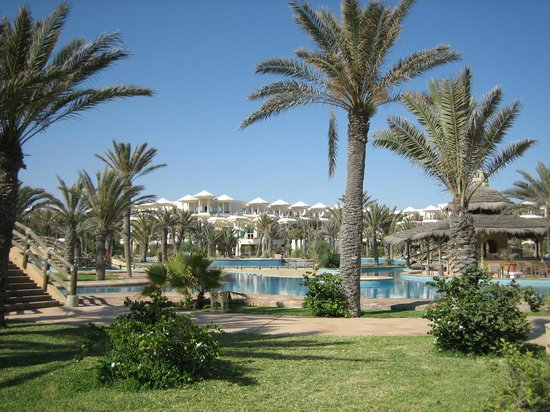 Hasdrubal Prestige Thalassa & Spa : jardin entourant la lagune