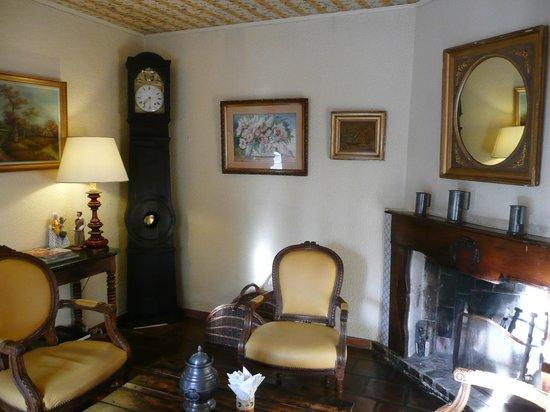 Auberge de Cassagne & Spa: un des nombreux petit salon