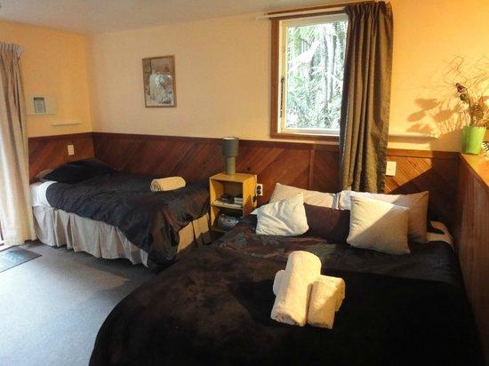 Te Nikau Retreat: Tui bedroom