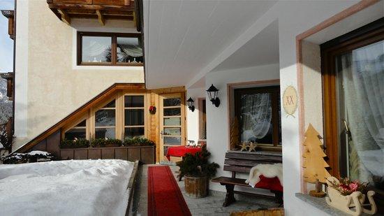 Residence Ciasa Planat: Casa Planat -cortile