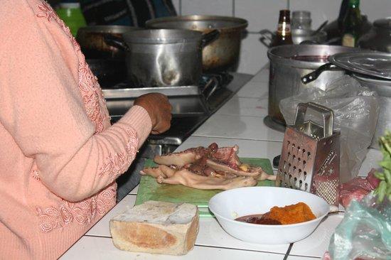 Akilpo Hostal: Kitchen facilities