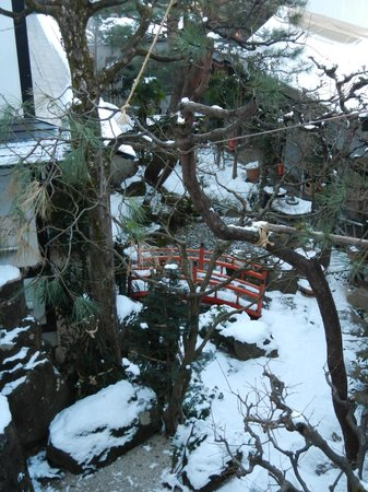 โอยาโดยามาเคียวไฮดาทาคายามา: Small Courtyard