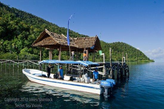 Raja Ampat Dive Lodge: The jetty