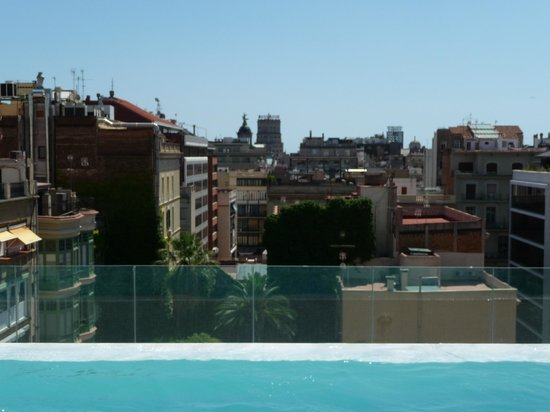 Infinity pool picture of condes de barcelona barcelona for Pool show barcelona
