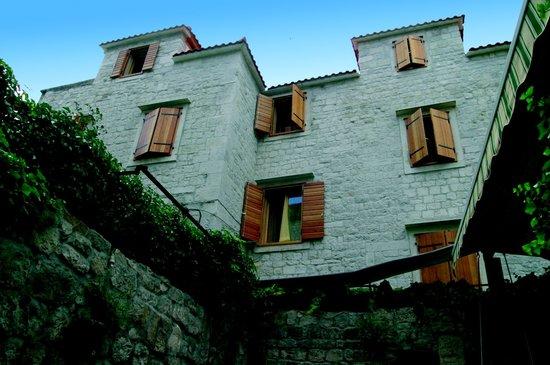 Hotel Tragos