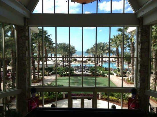 Marco Island Marriott Beach Resort, Golf Club & Spa: View from the Loby