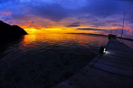 Raja Ampat Dive Lodge: Sunset from jetty