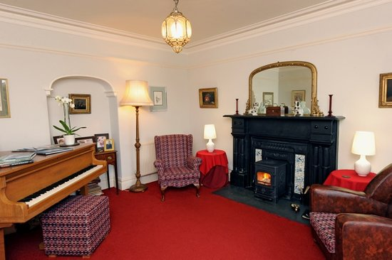 Cefn-y-Dre Country House Bed & Breakfast: Relax in the sitting Room