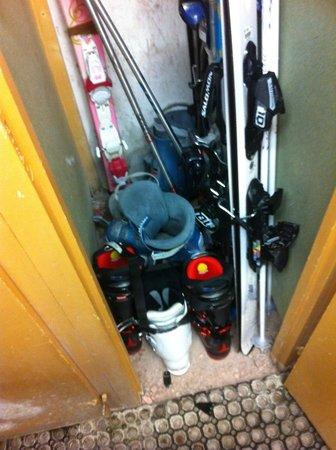 Residence Les Lodges de Pierres: casier ski