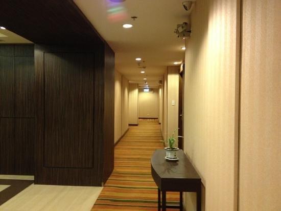 Ramada Manila Central: Corridor