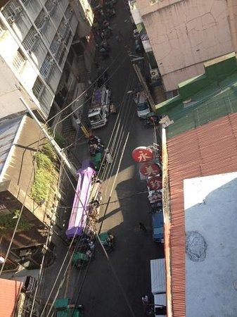Ramada Manila Central: Street below