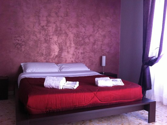 3Jolie Bed & Breakfast: Camera matrimoniale bagno condiviso
