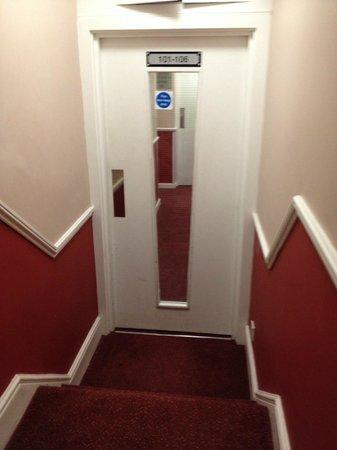 City Continental London Kensington : staircase