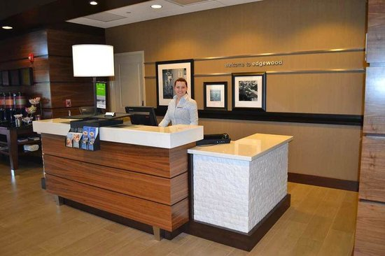 ‪هامبتون إن آند سويتس إدجوود/أبيردين - ساوث: Hampton Inn & Suites - A Hearty Welcome at Check In‬