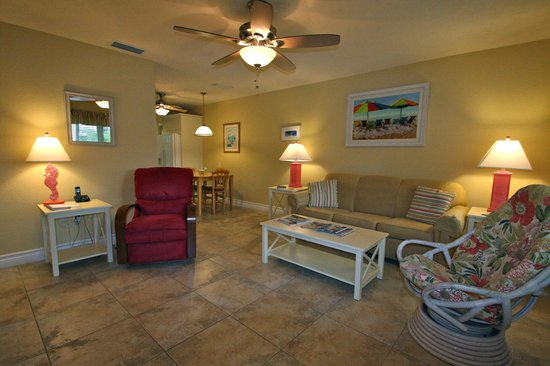 An Island Getaway at Palm Tree Villas: Living room in 2 bedroom suite
