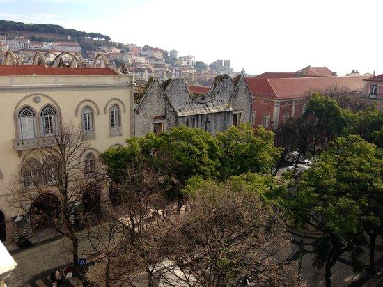 Lisboa Carmo Hotel: La même, de jour