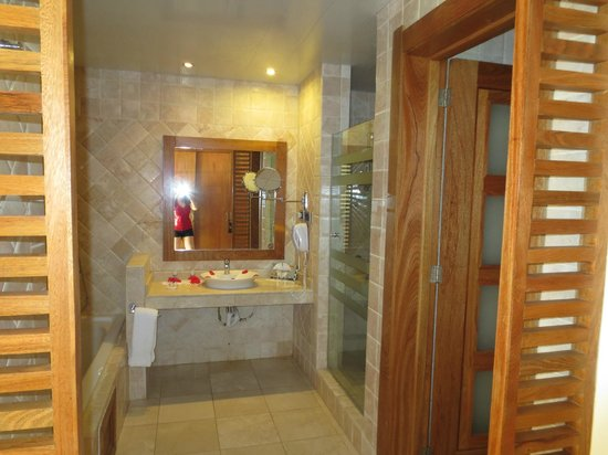 Be Live Collection Punta Cana: bathroom
