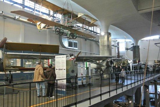 Museo della Scienza e della Tecnologia Leonardo da Vinci: Aerei