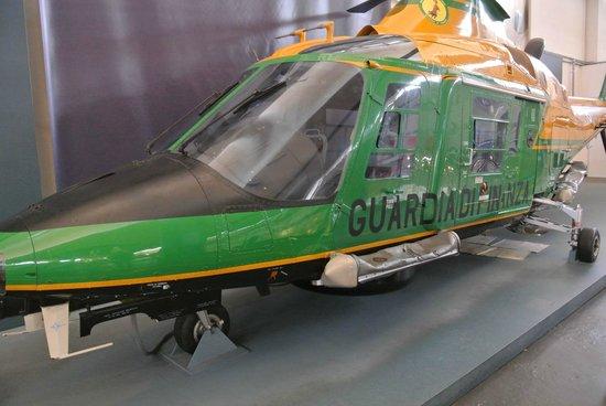 Museo della Scienza e della Tecnologia Leonardo da Vinci: Elicottero della Guardia di Finanza