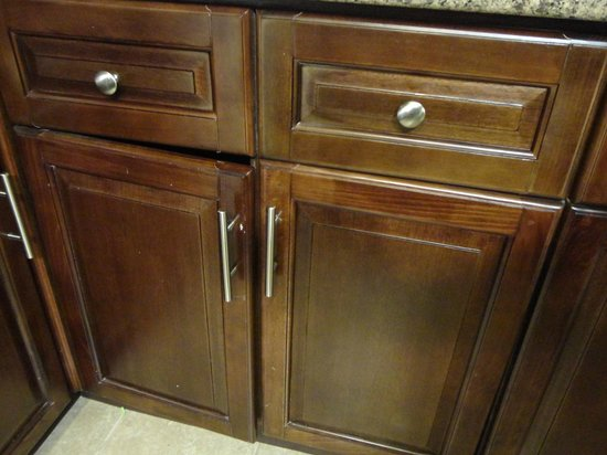 Staybridge Suites East Stroudsburg - Poconos: Kitchen cabinet door falling off