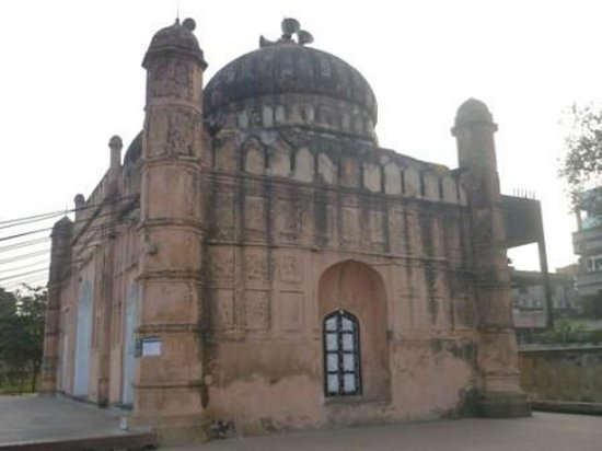 Lalbag Fort: Old Lalbag Mosque